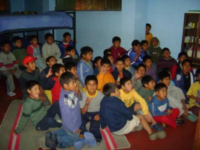 ACTIVIDAD CON LOS NIÑOS DE UN ALBERGUE  1/2